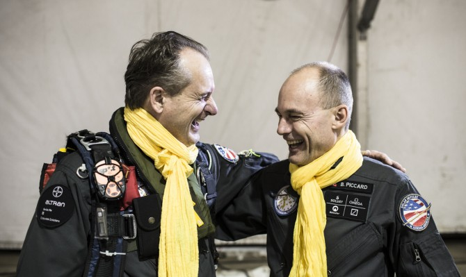 Across America 2013:Final leg from  Washington DC. to New-York City.  A. Borschberg and B. Piccard wearing the yellow scarf and the badge of the Saint-Exupéry Foundation © Solar Impulse |Ackermann| Rezo.ch