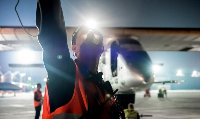 First ground test Breathtaking photos in Abu Dhabi   Solar Impulse   Revillard   Rezo