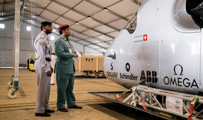 Erection of Solar Impulse 2 in Abu Dhabi, UAE | Solar Impulse | Ackermann | Rezo.ch