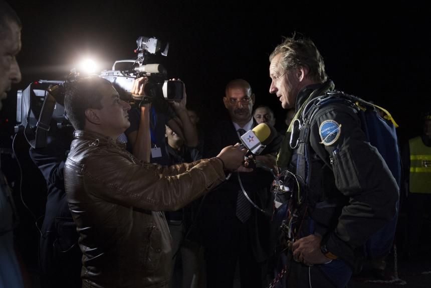 Mission 2012 – Flight to Ouarzazate – First Attempt – André Borschberg in the cockpit after landing in Rabat-Salé airport © Solar Impulse  Jean Revillard