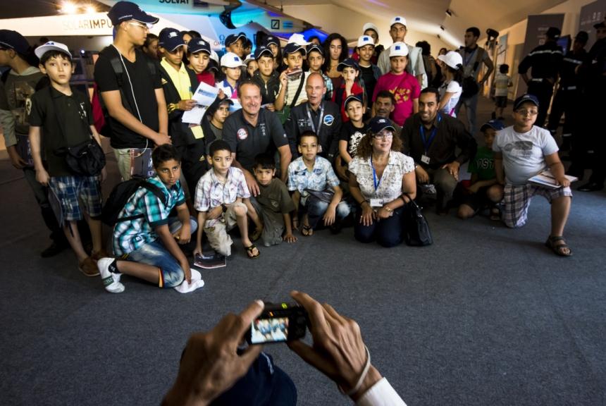 Mission 2012 – Week event in Rabat – Students visiting Solar Impulse © Solar Impulse   Jean Revillard